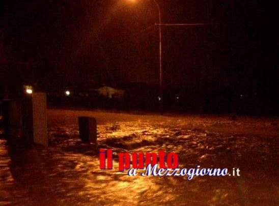 Maltempo, poliziotti salvano due ragazzi dalla piena del torrente a Cassino