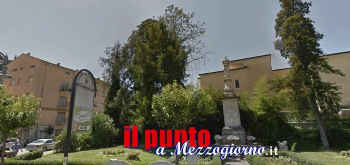 """Vandali danneggiano i giardinetti e l'impianto di illuminazione della """"Madonnina"""" in piazza Diaz"""