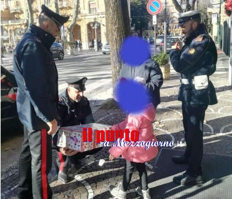 Babbo Natale fa l'incidente con la slitta e le renne, carabinieri consegnano regalo