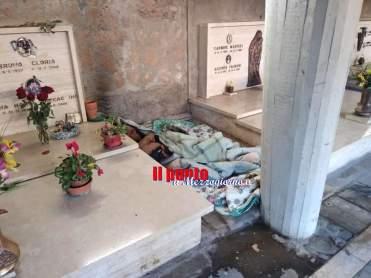 letto tra le tombe 2