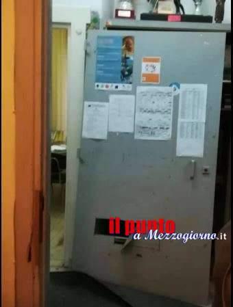 Rubano 23 computer nella scuola Velletrano a Velletri, il sindaco: opera di imbecille che a scuola non ha imparato