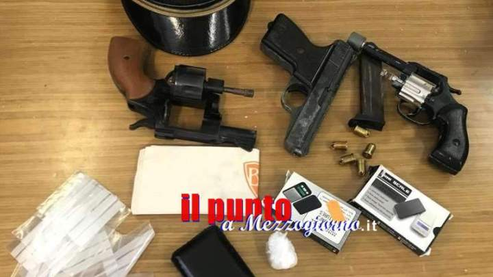 Frosinone, rinvenute dalla polizia in un appartamento armi, munizioni e droga