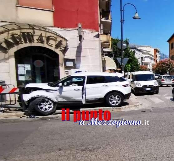 Incidente stradale in centro a Cassino, tre feriti