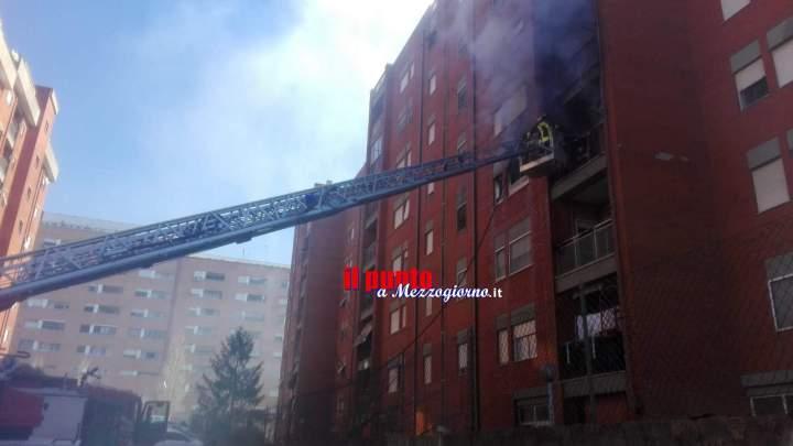 Appartamento in fiamme a Cisterna di Latina, due persone intossicate e tre cani morti