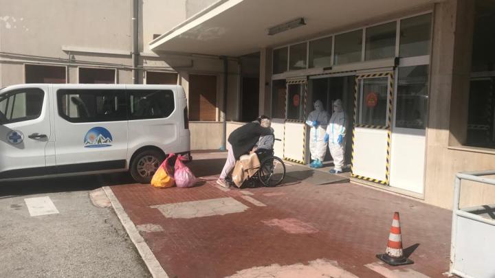 Ha 93 anni il primo paziente dimesso dal Covid Hospital di Atessa