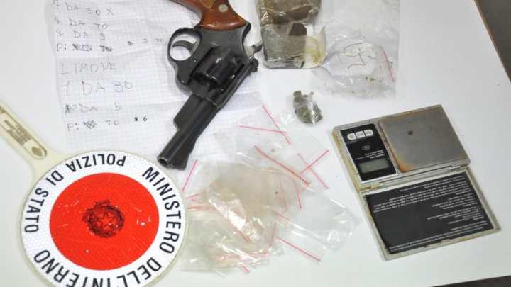 Frosinone -Minorenne ruba pistola a padre e la dà a spacciatore per droga, arrestato pusher