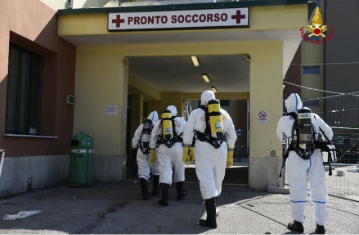 I vigili del fuoco sanificano il pronto soccorso dell'ospedale di Alatri