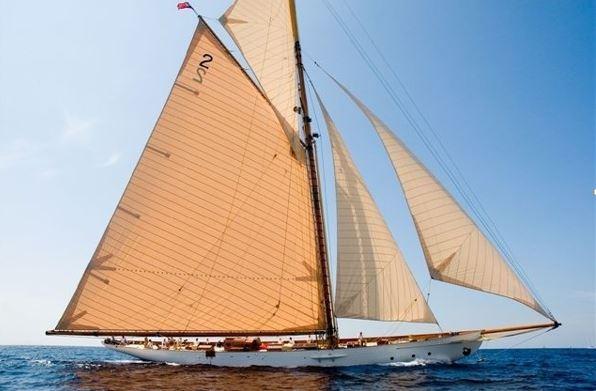 Gaeta, veliero storico sequestrato a faccendiere romano diventa nave scuola della guardia di finanza