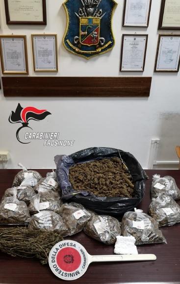 Tre chili di marijuana nei locali dell'ex motorizzazione, due persone arrestate a Frosinone