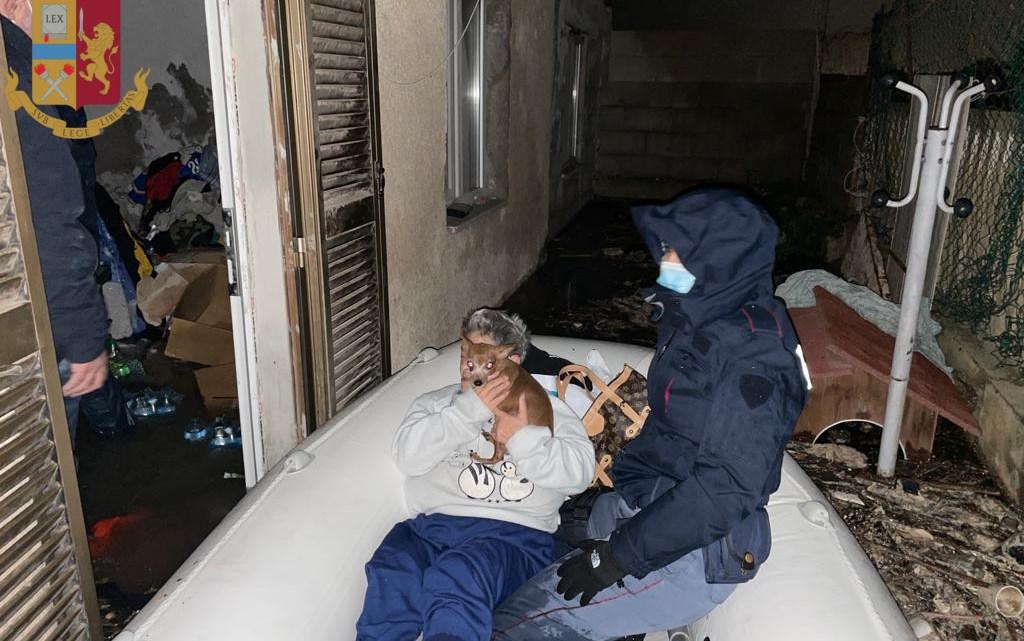 Nubifragio ad Ostia, 10 persone messe in salvo dalla Polizia