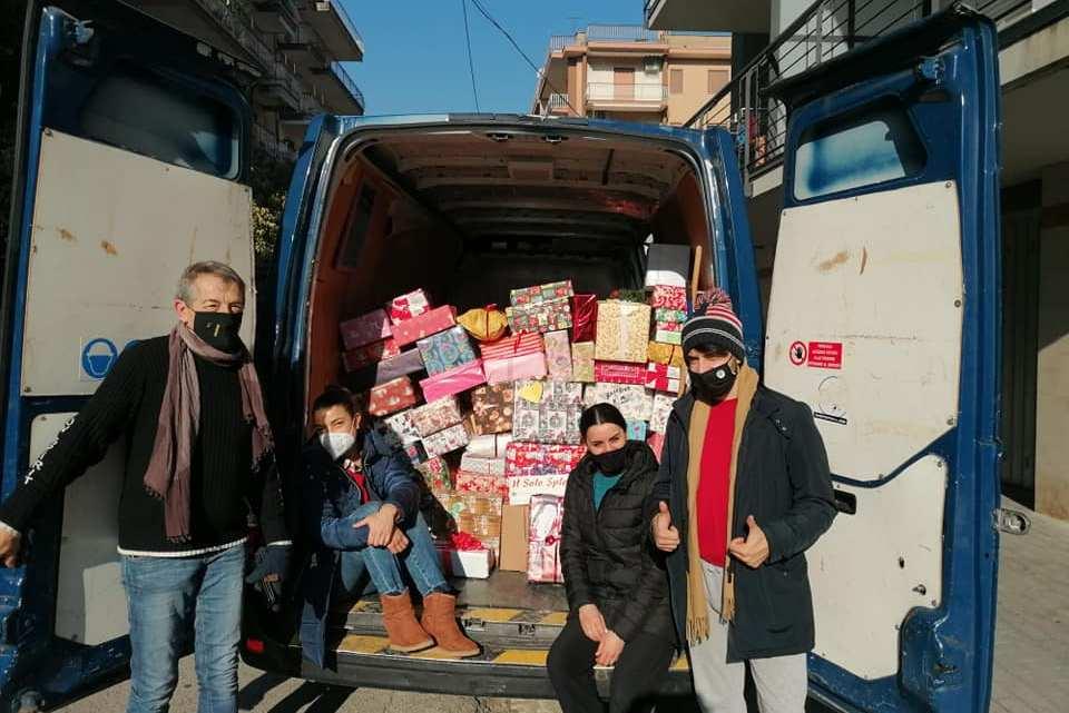 """A Cassino donate 650 """"scatole di Natale"""""""