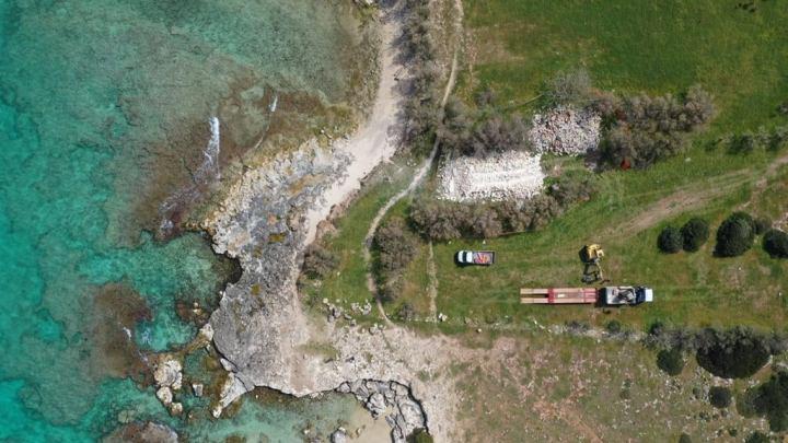 NARDO'. Area archelogica della baia di Frascone, demoliti gli edifici moderni.