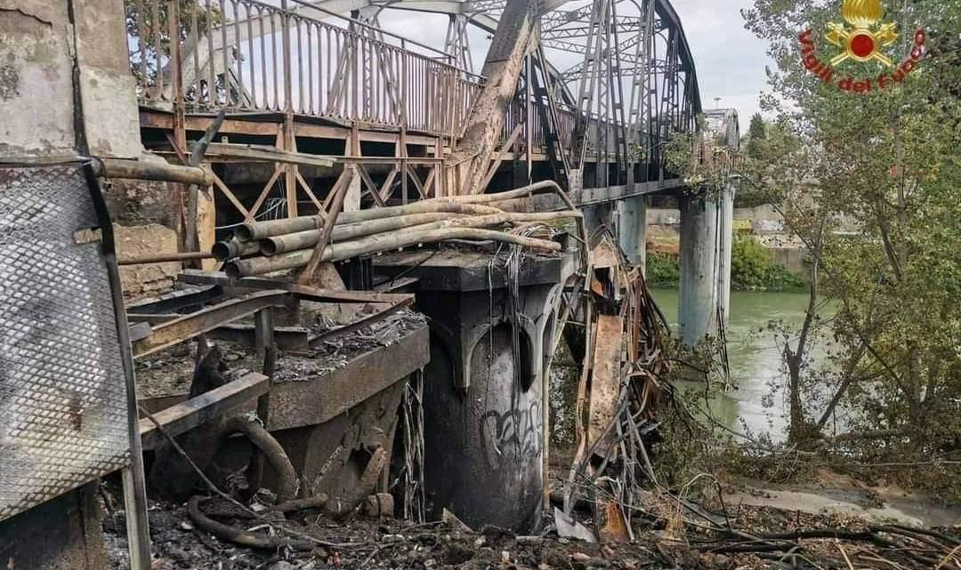 Ponte dell'Industria, la procura di Roma indaga sull'incendio che lo ha devastato