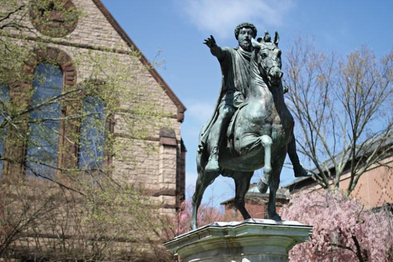 Statua incriminata di Marco Aurelio alla Brown University
