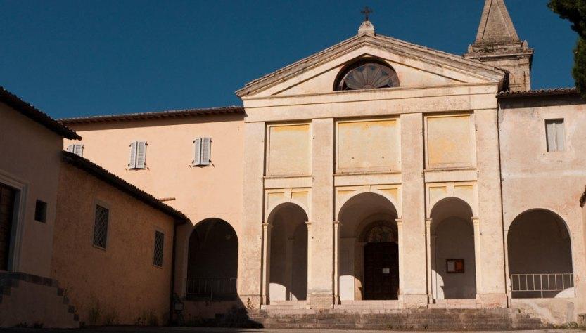 Trevi, paese in rivolta contro la chiusura del convento