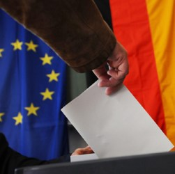 Germania al voto: Merkel favorita, vola l'ultradestra