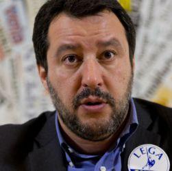"""Salvini cerca la via di fuga: """"Ok a Conte, altrimenti salta tutto"""""""