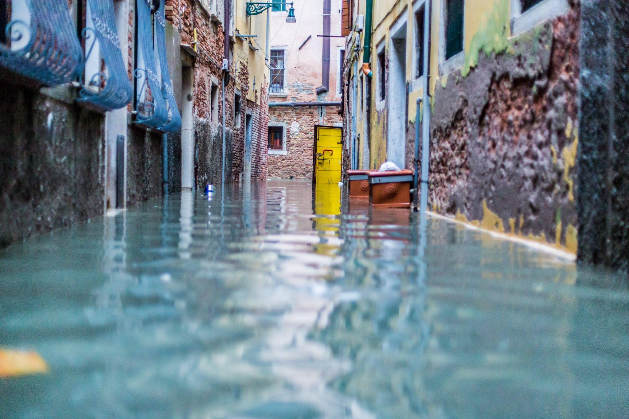 Venezia e l'Italia inondate: le responsabilità dell'uomo