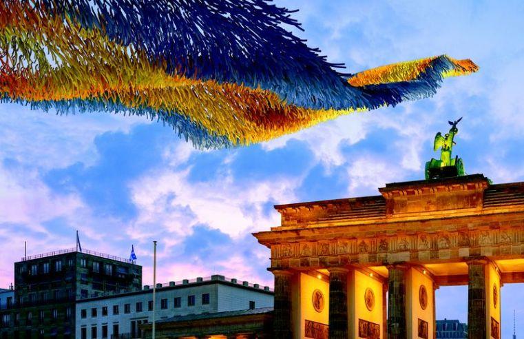 """""""Visions in motion"""": l'installazione per l'anniversario della caduta del Muro di Berlino"""