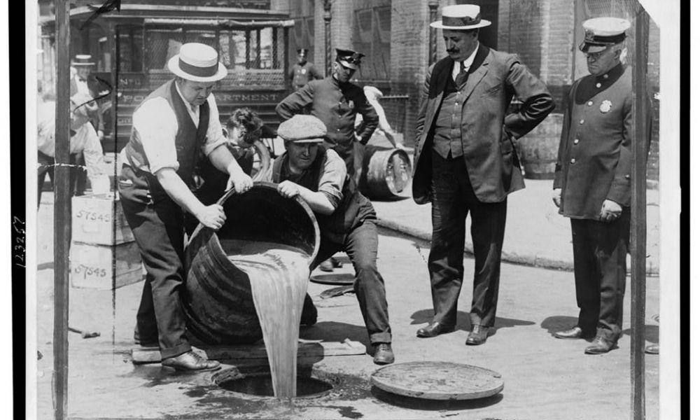 È l'anniversario della fine del proibizionismo: scopriamo il fascino dell'alcool attraverso l'arte