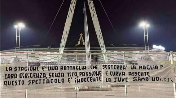 Contestazione dei tifosi juventini fuori dallo Stadium