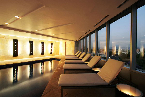 Spa y terraza del sheraton iluminaci n que conforta for Iluminacion terraza