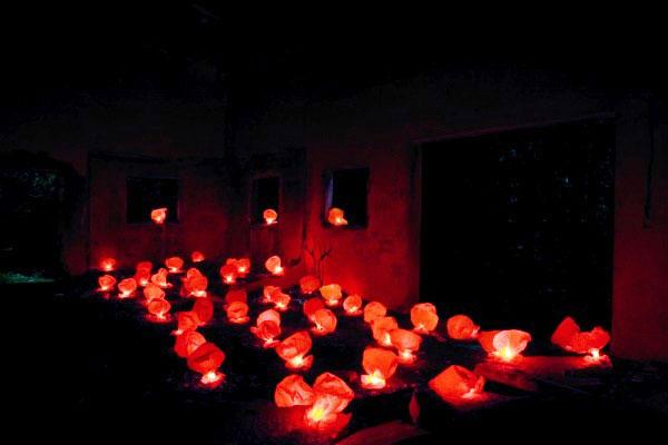 El sábado 4 de abril una explosión de 50 bombas de luz, fabricadas con bolsas de plástico, cayó sobre una nave industrial cercana a Cabrerizos, en las inmediaciones de Salamanca.