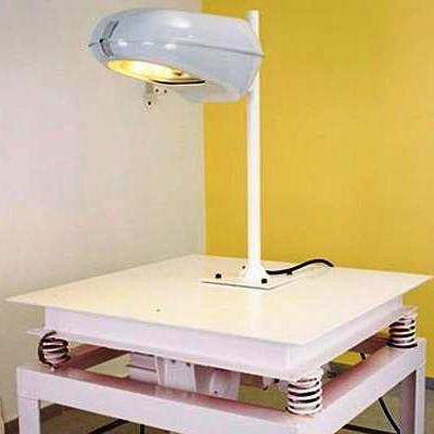 Máquina de vibración para determinar la resistencia mecánica del conjunto óptico, módulo de potencia y carcasa de los luminarios para alumbrado público. Foto: Lighting Master ©