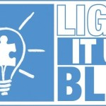 Se iluminan edificios de azul en apoyo al autismo