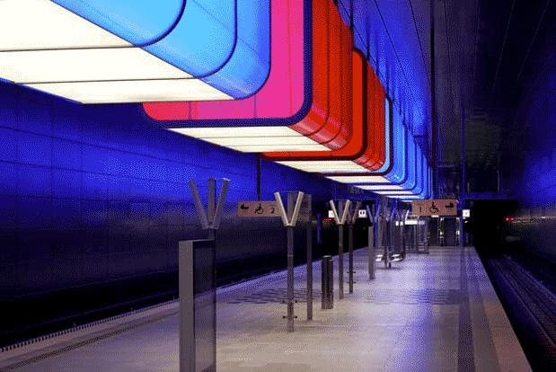 Radiance Award \ Award of Excellence. Radiance award winner Pfarré Lighting Design, Estación de metro en la Universidad de Hafencity, Alemania.  © Markus Tollhopf