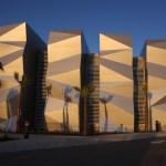 Luces y sombras de la inversión, un concepto de ARKHOS para un edificio empresarial