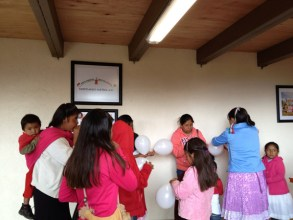 Mujeres y niños en la Inauguración. 22 de septiembre de 2013