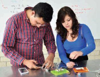 enero-2014-estudiantes-del-cet-1-transmiten-audio-por-medio-de-iluminacic3b3n-led
