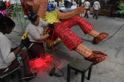 Armado de figuras para el Alumbrado Navideño de Medellín