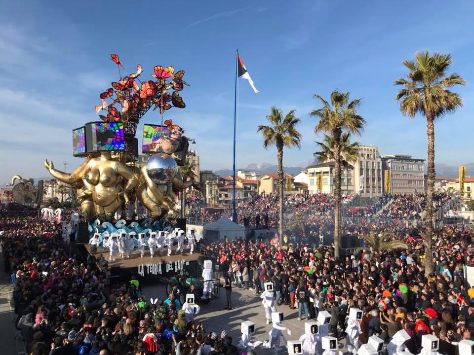 Carnevale di Viareggio, premiazioni e sfilata conclusiva in diretta nazionale