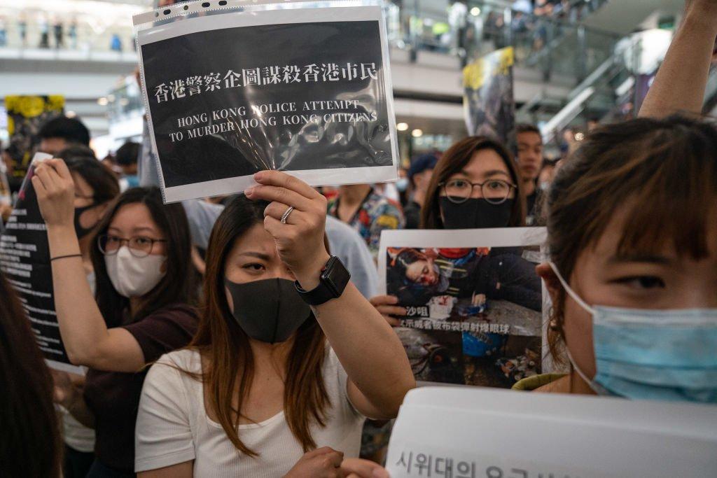 hong kong manifestazioni aeroporto