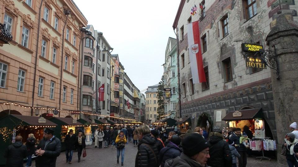 Innsbruck - L'Hofgasse e le sue bancarelle