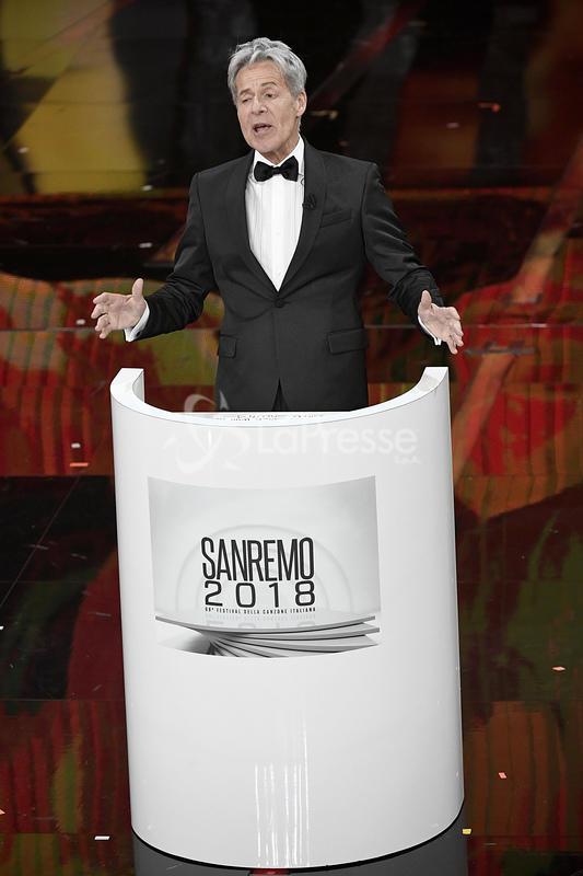 Sanremo, Baglioni imita Mussolini: sui social è polemica