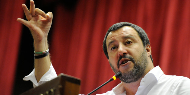 Matteo Salvini: solidarieta' a questo carabiniere e a tutte le Forze dell'Ordine. (video)