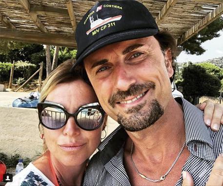 Selfie al mare di Toninelli, Fi chiede dimissioni