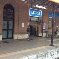 """Stazione di Lecce: Arrestato parcheggiatore abusivo """"o mi dai i soldi o ti rigo l'auto"""""""