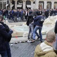 Tifoso Interista morto investito da un tifoso Napoletano (Questo non e' Calcio)