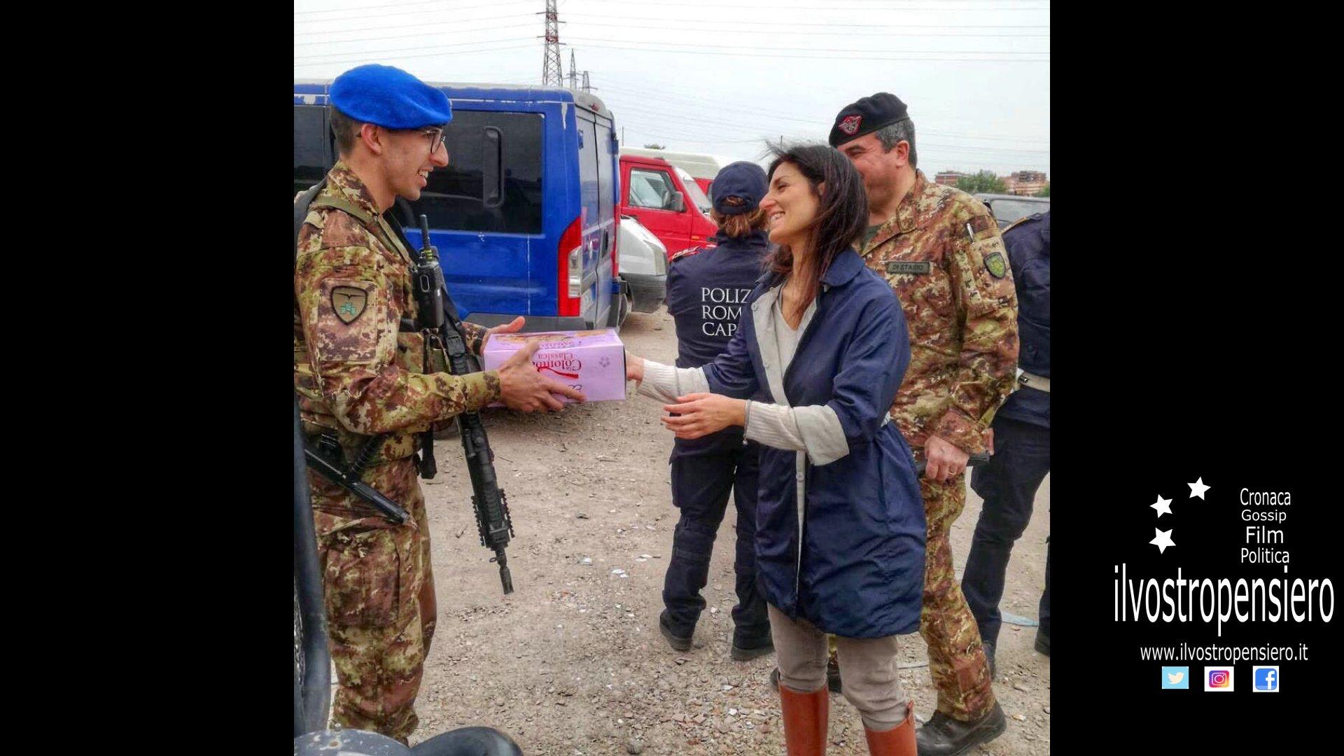 """Virginia Raggi: Porta colombe pasquali e auguri alla Brigata Sassari che partecipano alla operazione """"Strade sicure"""""""
