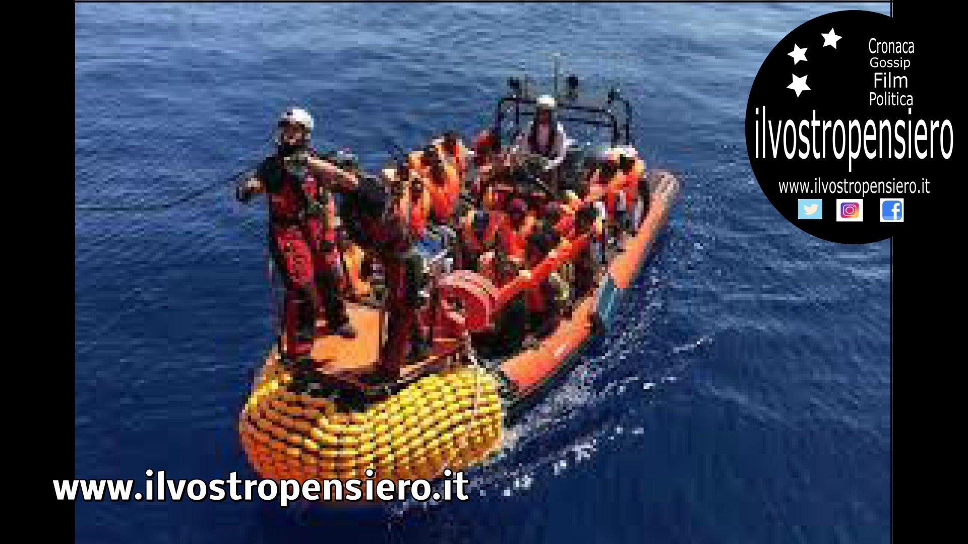 Open Arms: i 27 minori sbarcano dalla nave Ong a Lampedusa, prima notte sulla terraferma