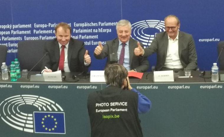 Rueda de prensa directiva 35% consumo renovables