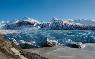Blauw gletsjerijs van Svínafellsjökull in IJsland Vatnajökull