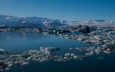 Het gletsjermeer Jökulsárlón met drijvend ijs