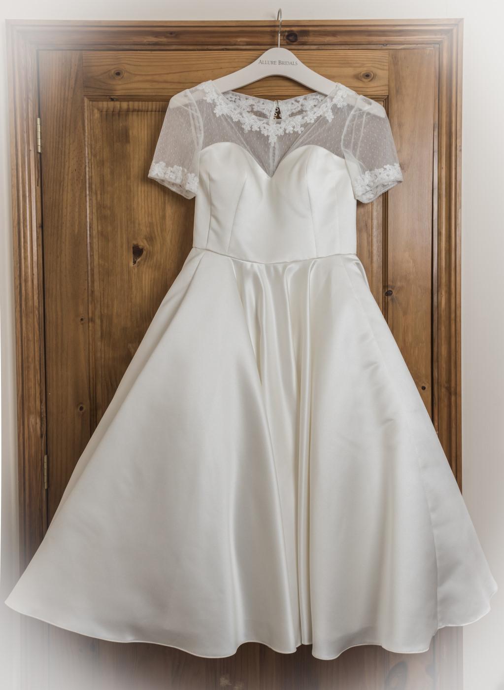 brides dress wedding photographer in Peterborough