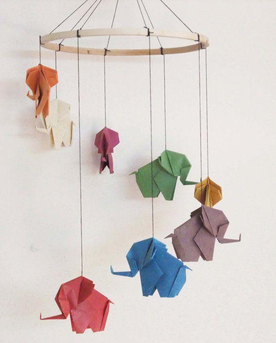 Moviles de papel para decorar los techos de de tu clases