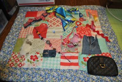 Mantas y cojines DIY para el desarrollo sensorial y motriz (8)